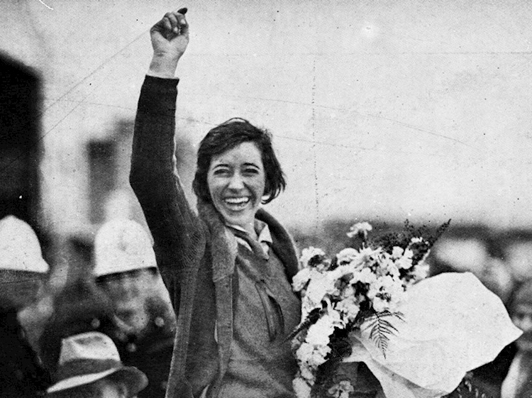 aviator_amy_johnson_waves_to_the_crowd_after_landing_at_brisbane-_1930