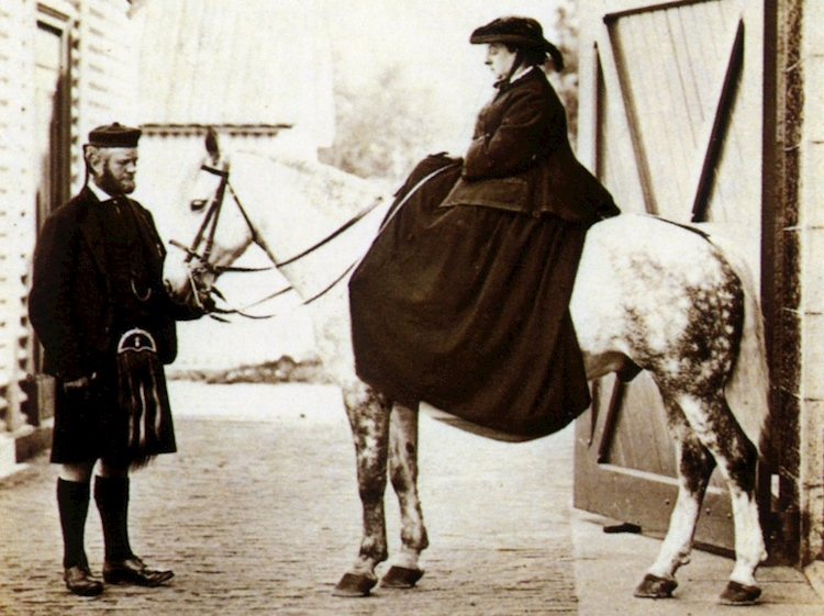queen_victoria_mounted_and_john_brown_by_w_and_d_downey