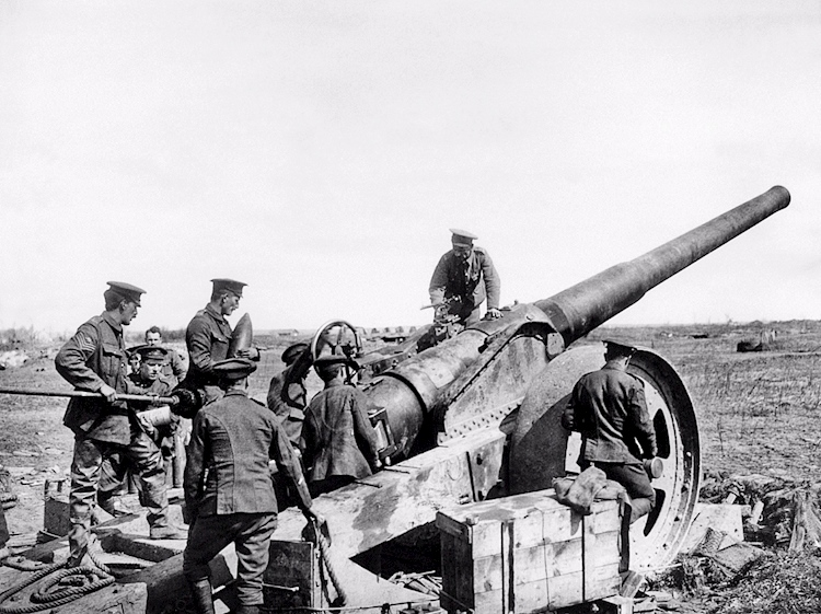 a_british_breech-loading_6in_mk_vii_naval_gun_on_a_field_carriage_at_vimy_ridge_in_april_1917