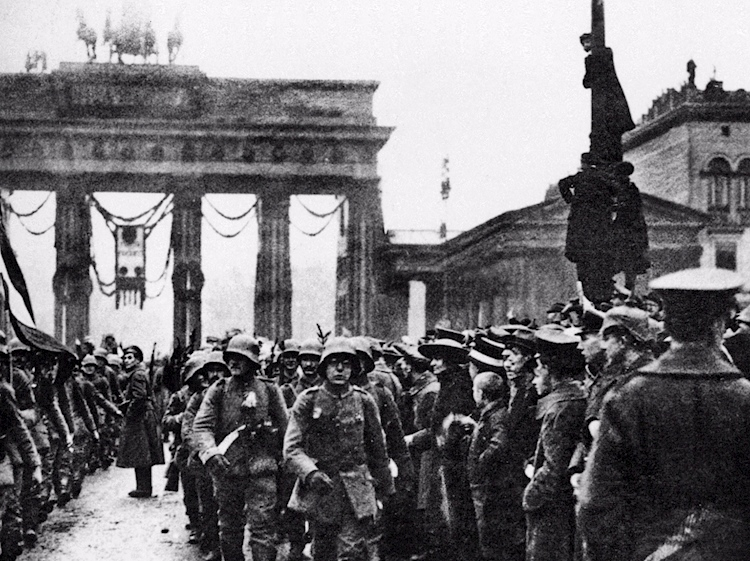 german_troops_return_home-_defeated_but_perhaps_relieved-_in_1918