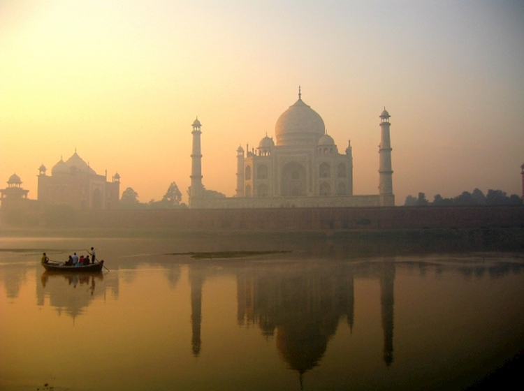 taj_mahal_reflection_on_yamuna_river_agra