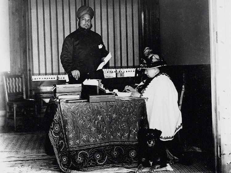 abdul_with_queen_victoria