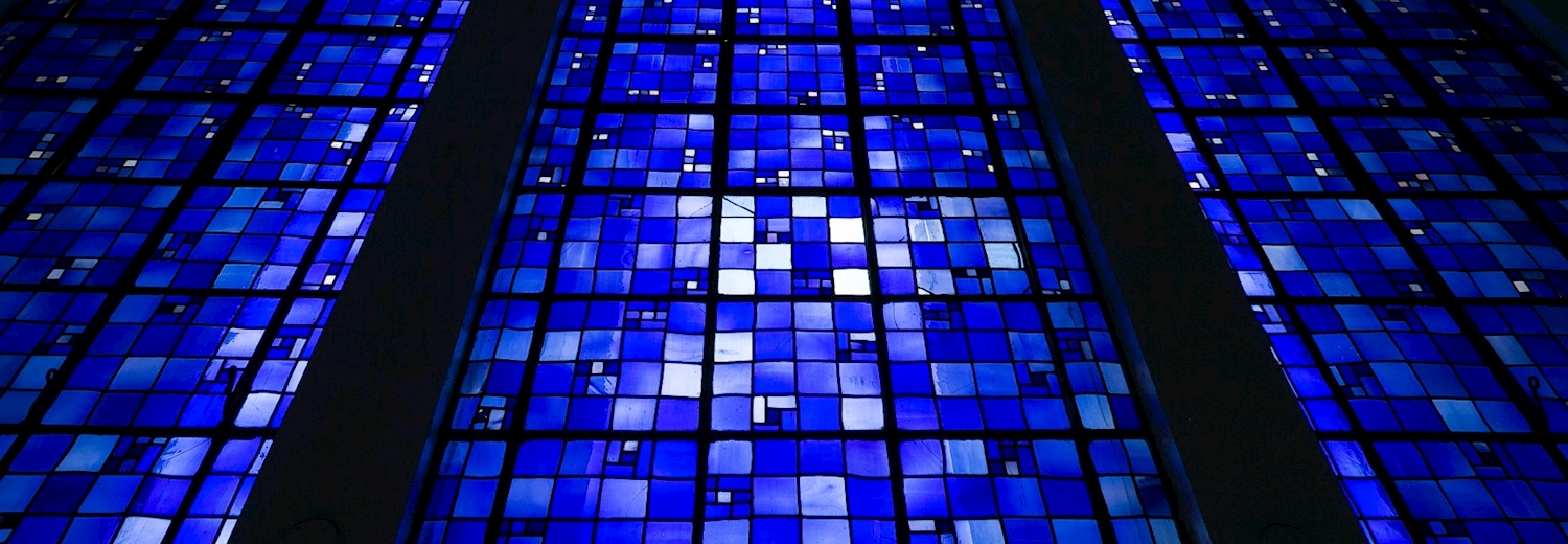 blue_stained_glass_santuário_dom_bosco