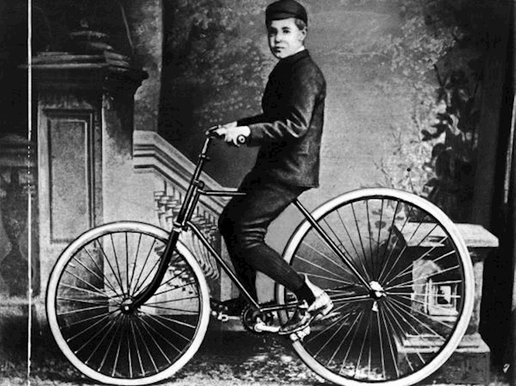 first_bicycle_with_inflatable_tyres