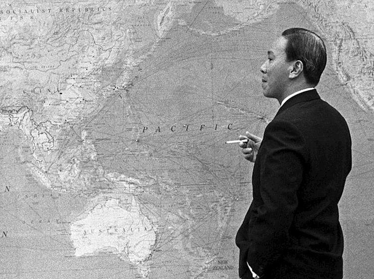 nguyen_van_thieu_with_map