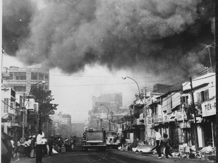 black_smoke_covers_areas_of_saigon_tet_offensive