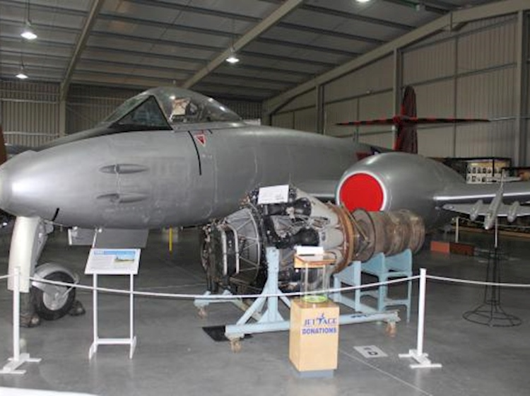 gloster_meteor_f8_wh364_on_display_at_jet_age_museum_gloucestershire
