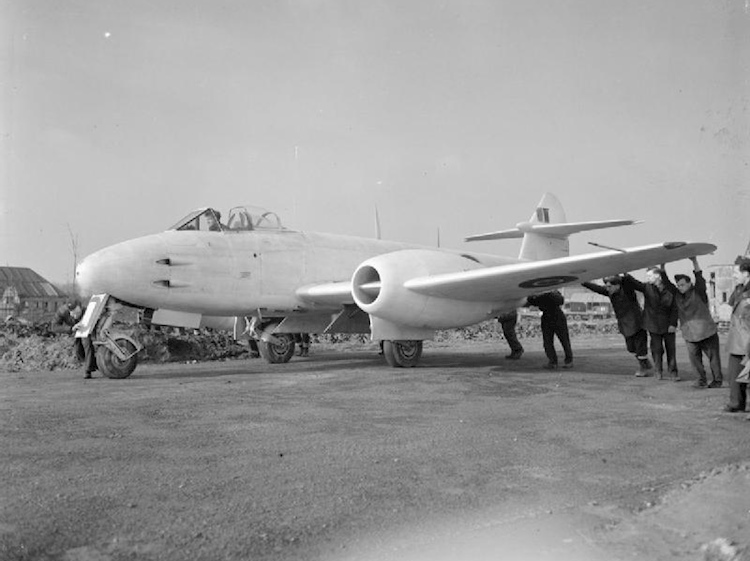 gloster_meteor_f3_royal_air_force-_2nd_tactical_air_force_1943-1945_cl2934