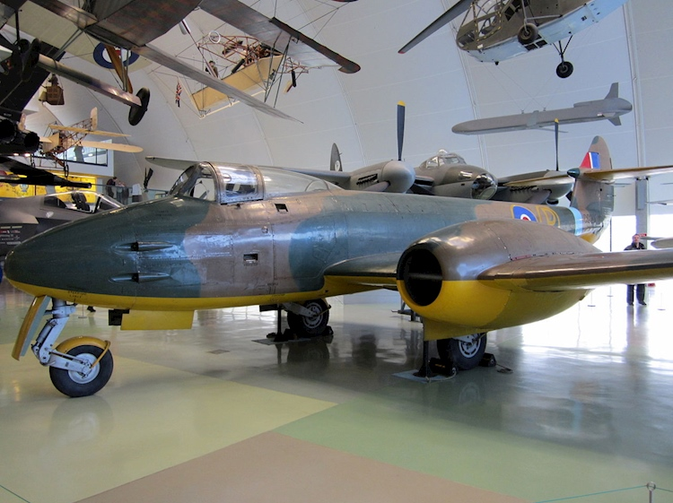 gloster_meteor_dg202g_at_raf_mueum_london_november_2011