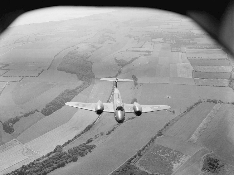 royal_air_force_fighter_command_1939-1945_cl2946_gloster_meteor