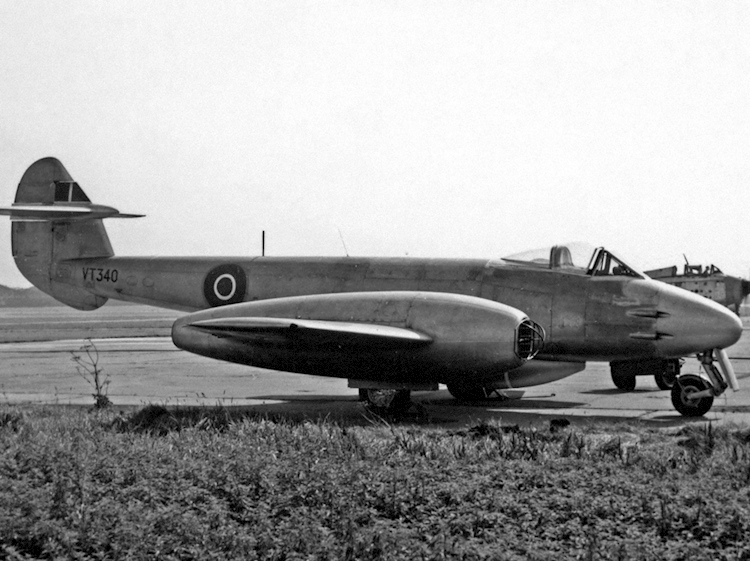gloster_meteor_f4_vt340_fairey_ringway_210755