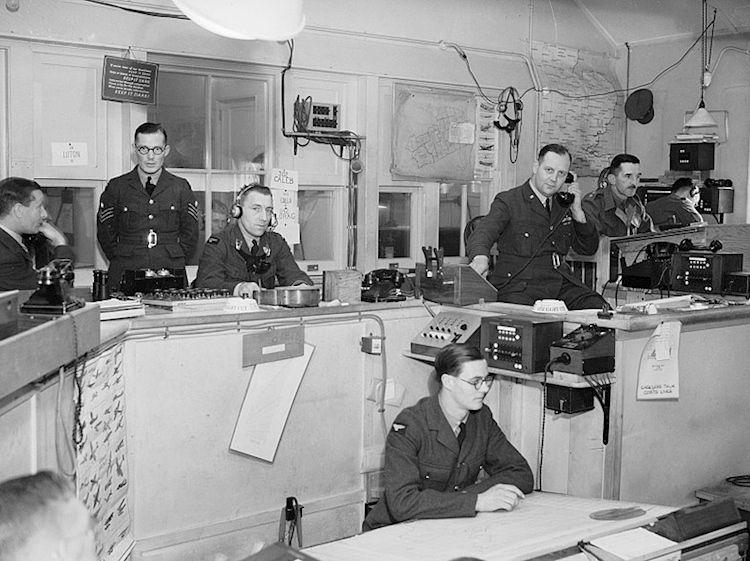 interior_of_raf_fighter_commands_sector_g_operations_room_at_duxford_1940