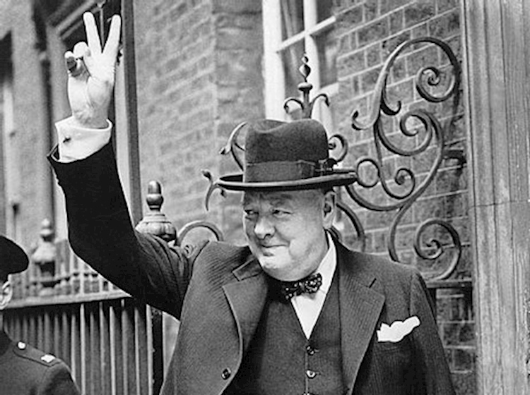 winston_churchill_making_the_v_for_victory_sign