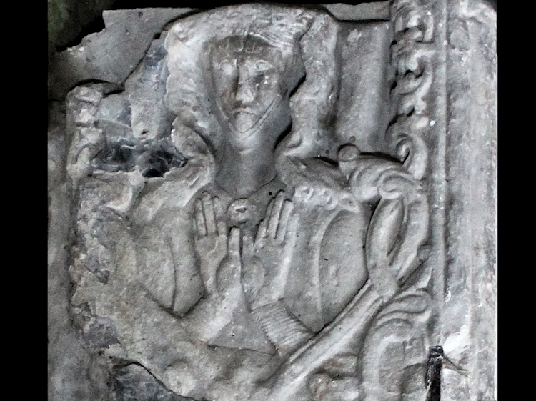 detail_of_joans_sarcophagus_in_st_marys_and_st_nicholass_church_beaumaris