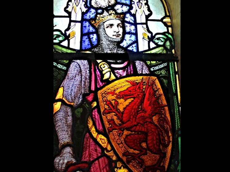 stained_glass_window_depicting_llywelyn_the_great_at_st_marys_church_trefriw_denbighshire_wales