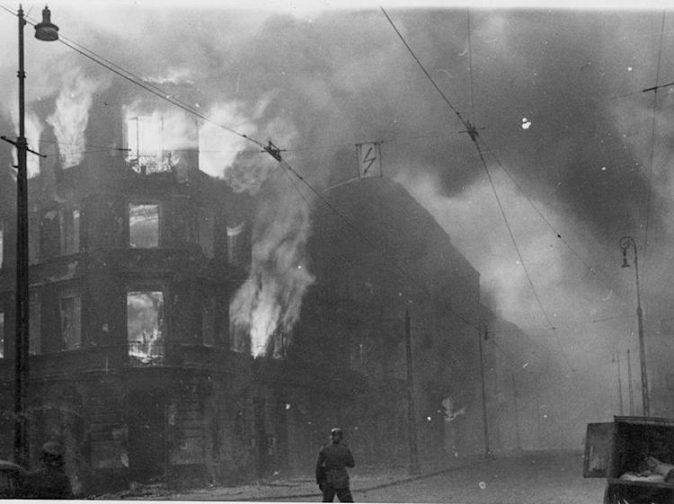 stroop_report_warsaw_ghetto_uprising_26552_destruction_housing_block