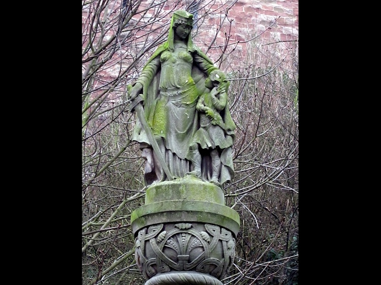 ethelfleda_statue_tamworth_castle