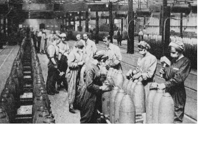 women_filling_shells_at_chilwell
