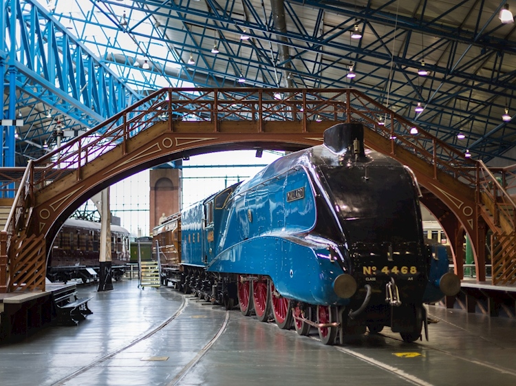 mallard_in_national_railway_museum_york