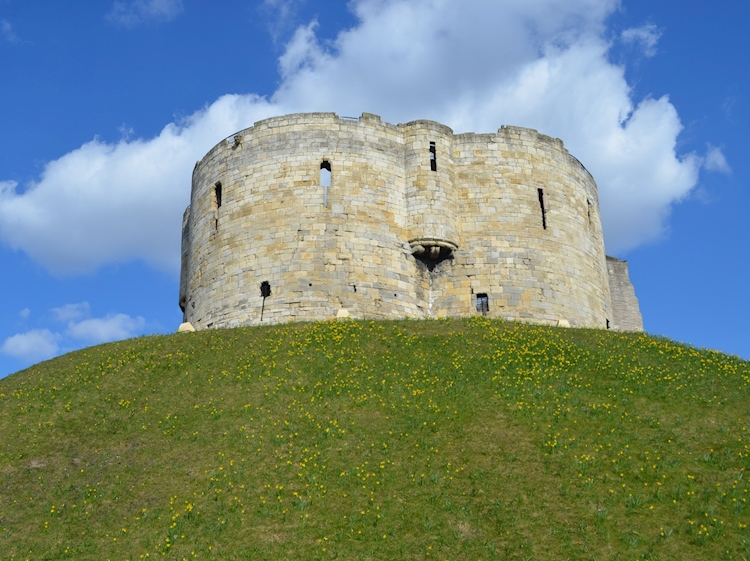cliffords_tower_york_ukjpg