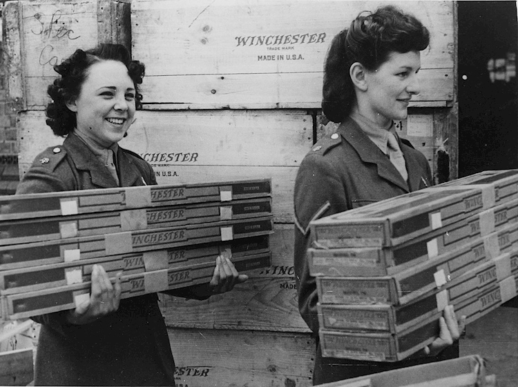 women_of_the_auxiliary_territorial_service_unload_rifles