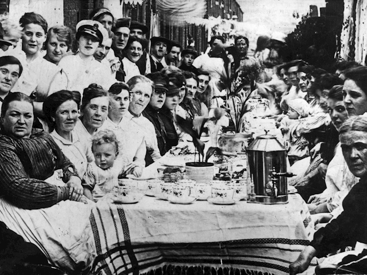 street_party_1918