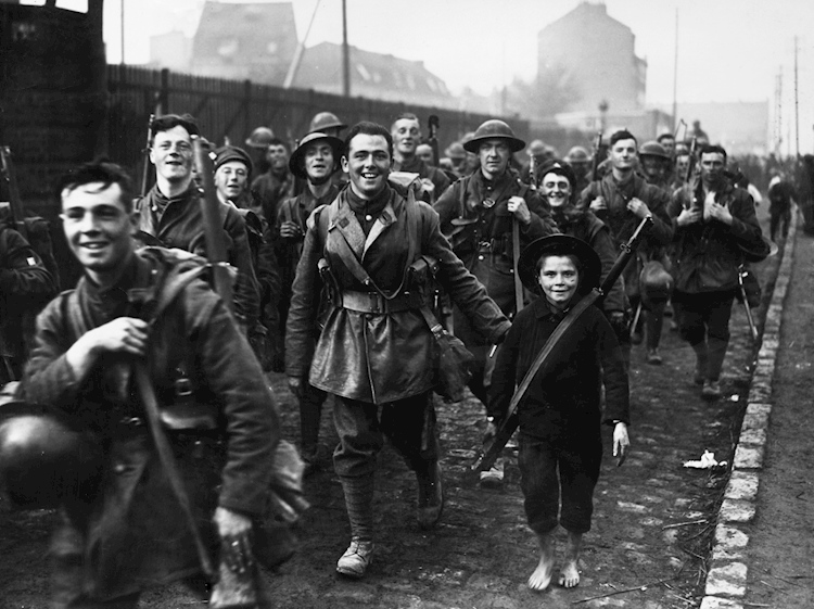 french_boy_marching_1918