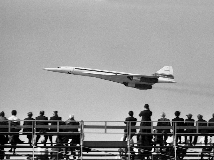 concorde_at_farnborough_air_show_1970