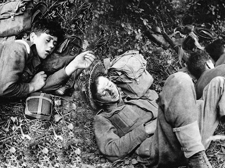 sleeping_troops_dday