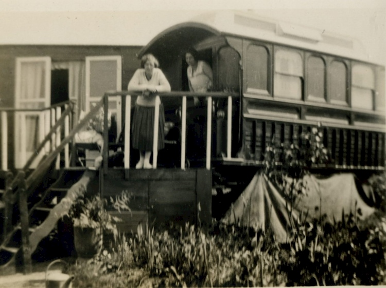 gentleman_gypsy_caravan