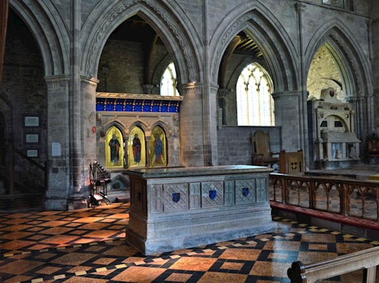 st_davids_cathedral_shrine_and_tomb