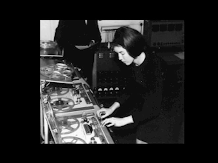 delia_derbyshire_at_the_bbc_radiophonic_workshop